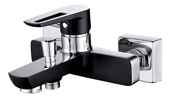 Modna łazienka, czarna armatura łazienkowa, fot.: Cersanit