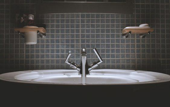 Dodatki łazienkowe - jak wykorzystać akcesoria łazienkowe do zmiany wyglądu całego pomieszczenia?