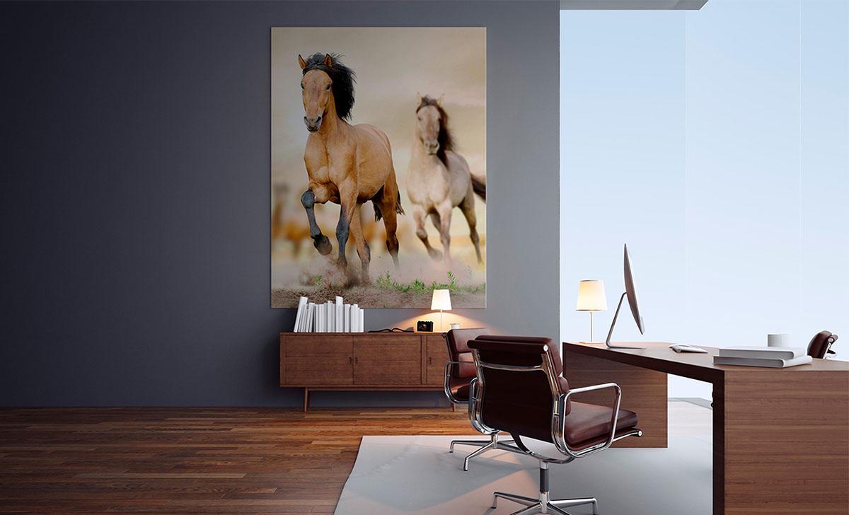 Nieśmiertelna tradycja: obrazy z końmi jako dekoracja biura i gabinetu