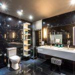 Lustra łazienkowe najbardziej funkcjonalne rozwiązania – inspiracje