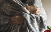 Jak skutecznie wyprać gruby wełniany koc?