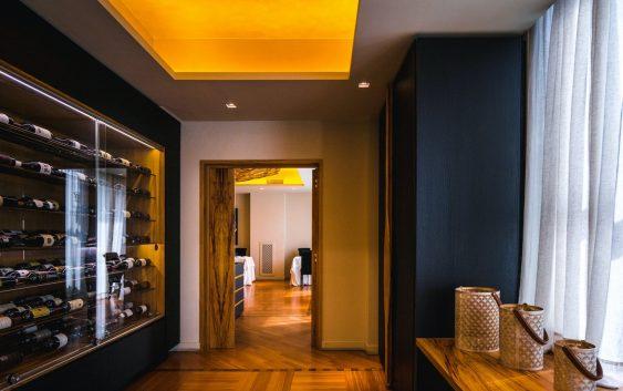 Panele winylowe w salonie rodzaje zalety sposób montażu